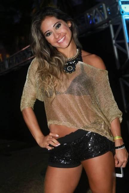 mayra-cardi-vai-de-novo-a-show-com-shortinho-e-blusa-transparente0ef6b46dfbb68ac4089d49820bc7e86b