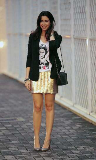 T-shirt+blazer+saia paetê